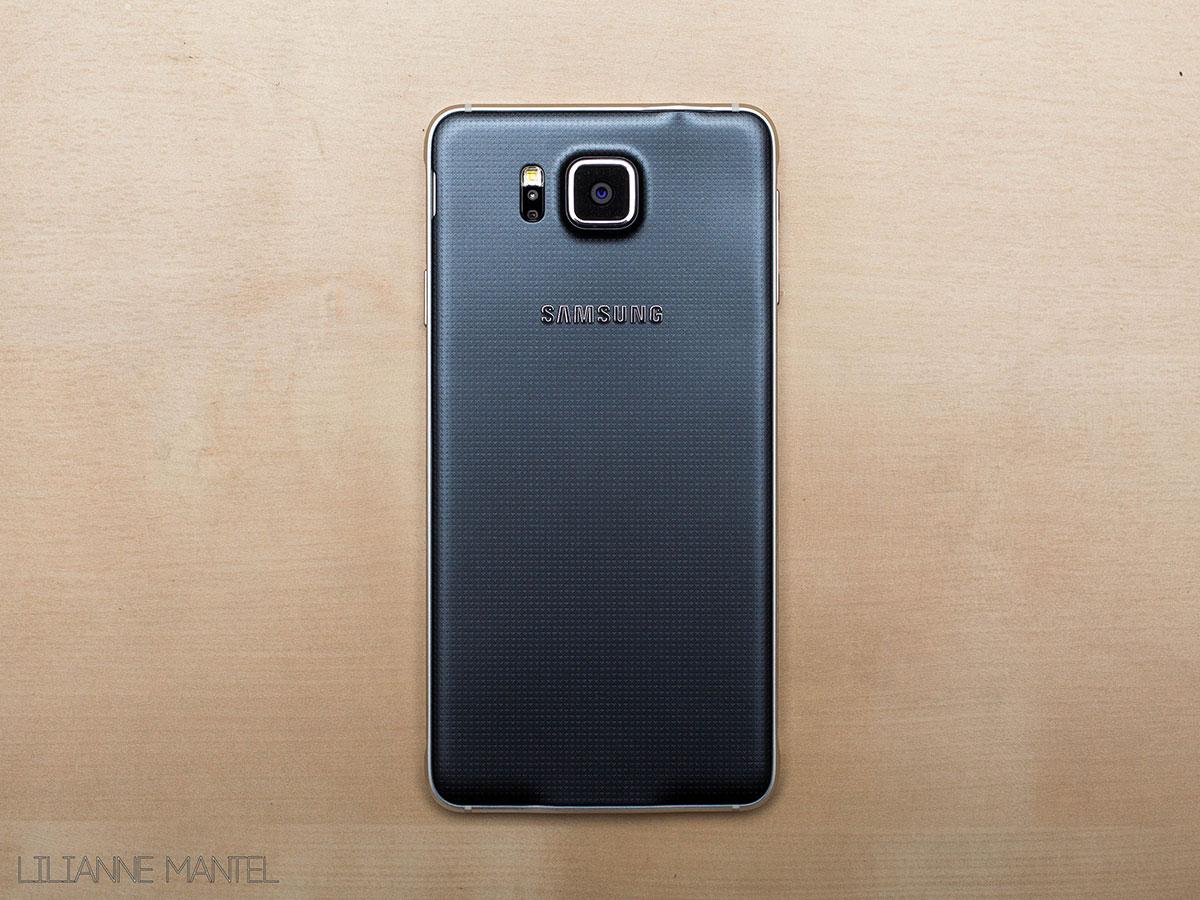 Samsung Galaxy Alpha met hartslagmeter en stressniveau meter.
