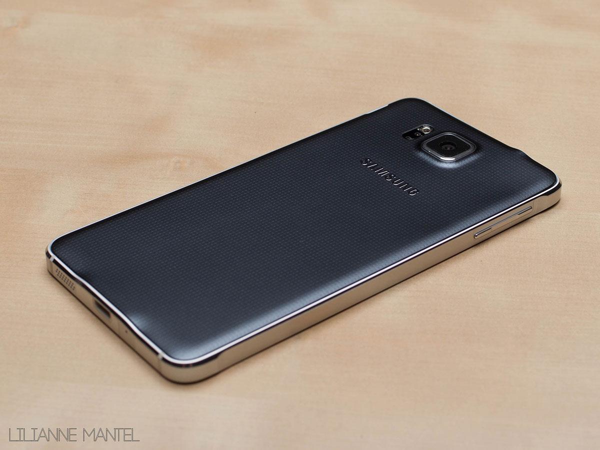 Zwarte Samsung Galaxy Alpha metalen behuizing.