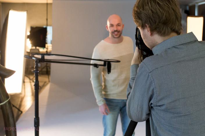 Een mix van zakelijke- en casual portretfoto's met een mannelijk model.